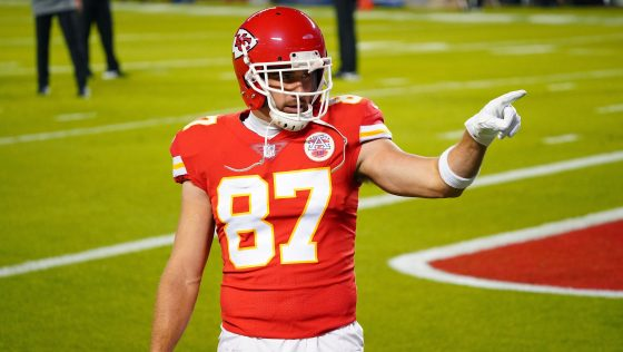 Travis Kelce becomes first tight end with five consecutive 1,000-yard seasons
