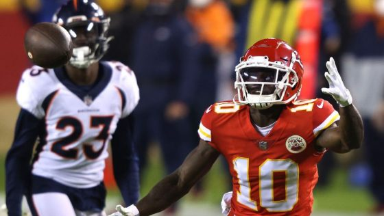 Tyreek Hill didn't know he caught a TD pass, so Chiefs didn't challenge
